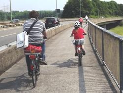 Fahrradhelme schützen nicht nur Kinder