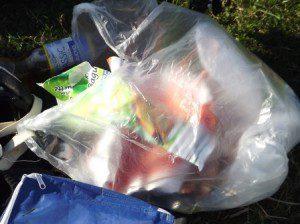 Ein Beispiel - Mülltüte gehört ins Reisegepäck